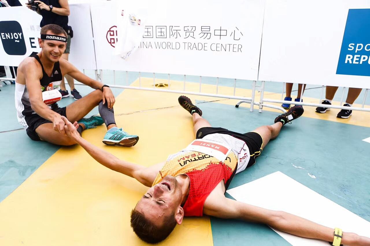 Lobodzinski and Manzi - finish line joy. ©Sporting Republic